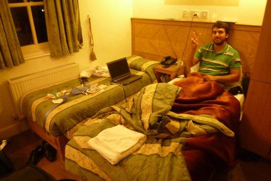 Kensington Suite Hotel: Horrível. Pequeno e desconfortável