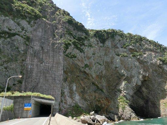 Dokuhama Cliff: 徳浜の断崖2