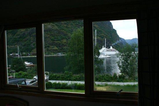 Heimly Pensjonat: L'arrivo della nave dalla nostra camera