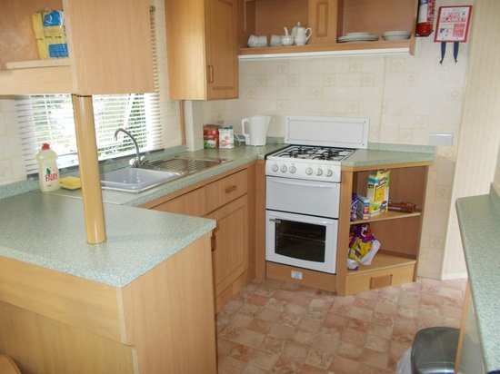 Trenance Holiday Park: Kitchen