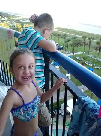 Boardwalk Beach Resort : Grandkids loved the view from the room!