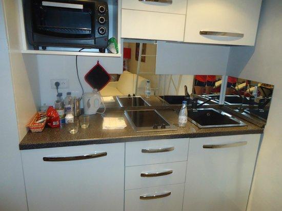 Les Studios Floreal: Mini cocina