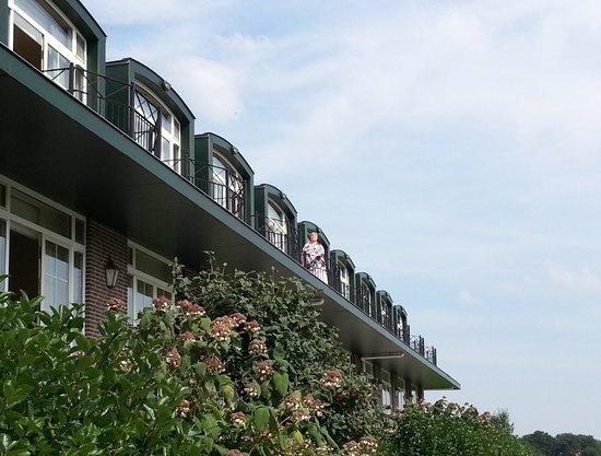 Van der Valk Hotel Groningen Westerbroek: Kamer met dakkapel en balkon