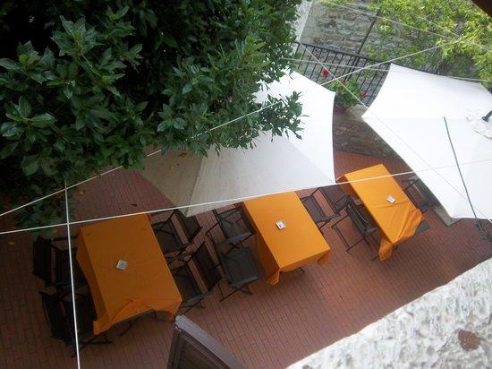 Hotel Gattapone: la terrazzina sottostante la camera assegnatami