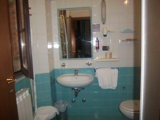 Hotel Gattapone: il bagno della camera