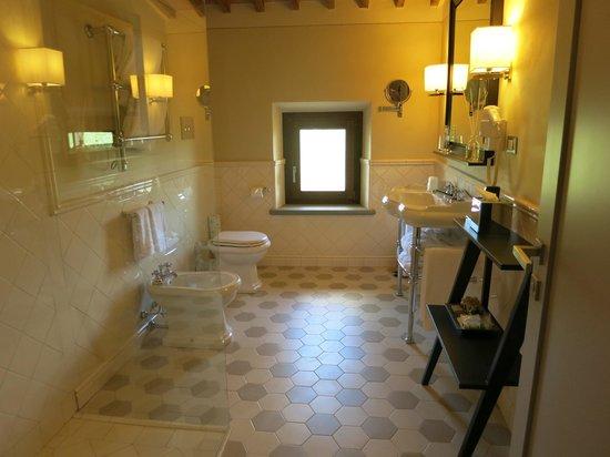 Castello La Leccia: Banheiro