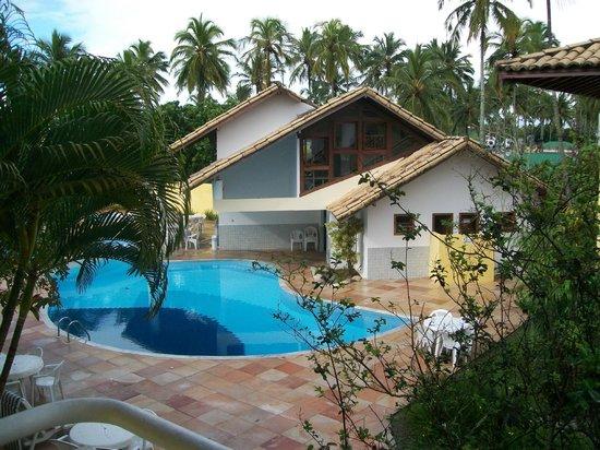 Sunshine Praia Hotel : Vista parcial da piscina do hotel.