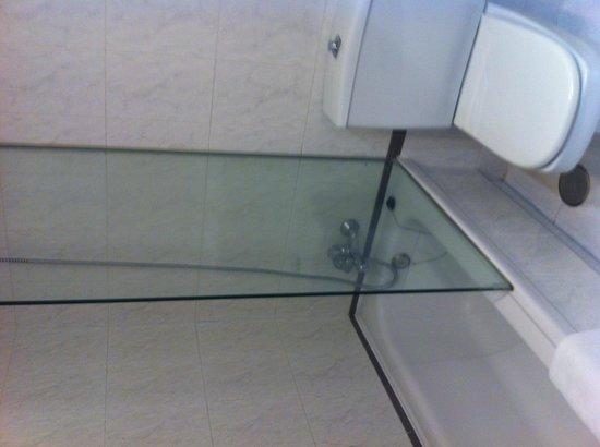 Hesperia Peregrino: Bathroom #2