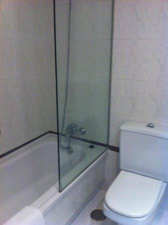 NH Hesperia Santiago Peregrino: Bathroom #2