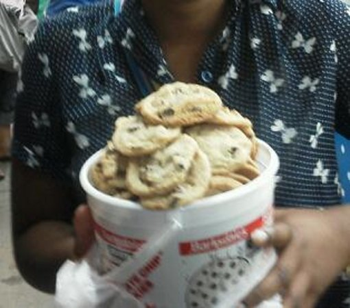 Iowa State Fairgrounds: Bucket Of Fresh Baked Cookies From The Fair - Yummmy!!!