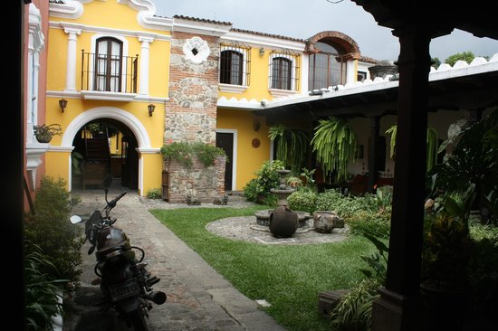 Hotel San Pedro: Patio in front of my friends's room.