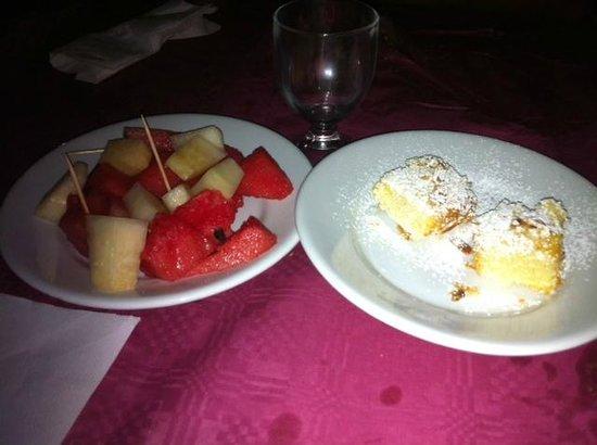 Hostaria Tana del Grillo: frutta con ciambella