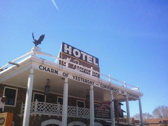 El Rancho Hotel Restaurant: Front of hotel