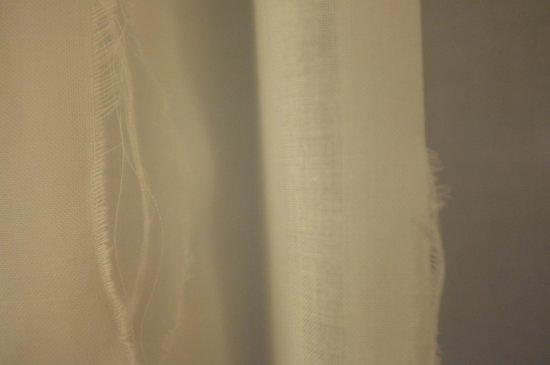 Hotel Royal - Manotel Geneva: Kaputt curtain