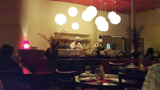 Elaine's bistro and grill: Sushi Bar