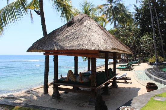 Alang-Alang Boutique Beach Hotel: 東屋で昼寝