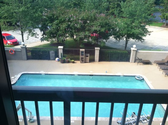 Hyatt Place Charlotte Airport/Lake Pointe: Pool View, w/o balcony!