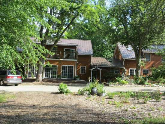 Goldberry Woods Bed & Breakfast Cottages : Rustic and beautiful!