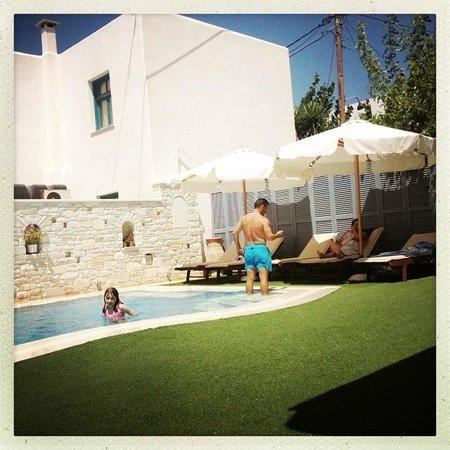 Anna Platanou Hotel: la piscine
