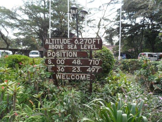 Lake Naivasha Sopa Resort: At entrace to Lodge