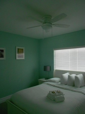 Hollywood Beachside Boutique Suites: Bedroom / Room #37