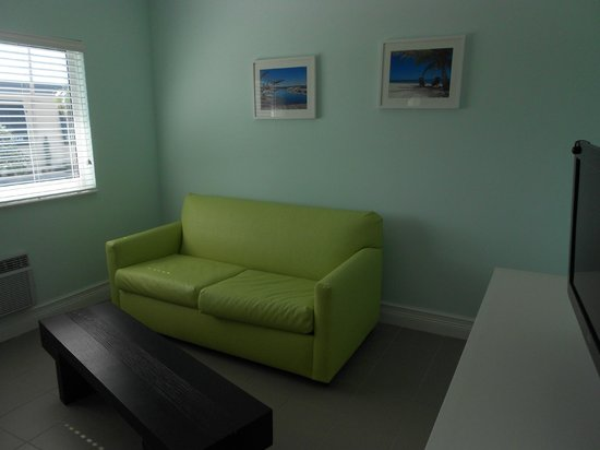 Hollywood Beachside Boutique Suites: Living Room area