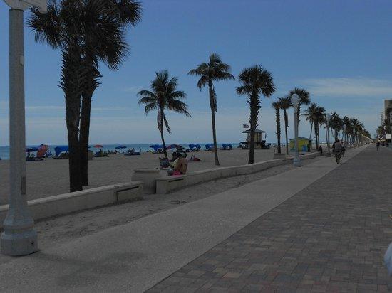 Hollywood Beachside Boutique Suites: Boardwalk