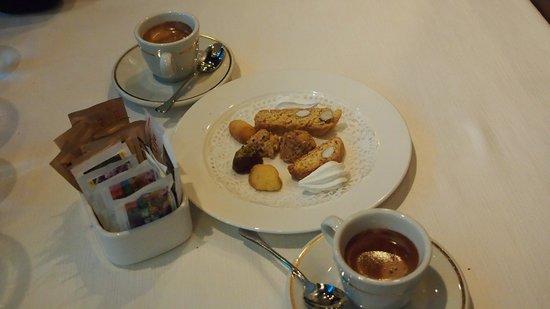 Ristorante Mediterranea: Caffe and biscotti