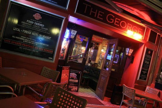 The George Pub: Front entrance