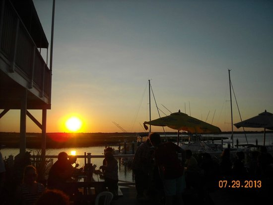 The Crab House: Two Mile Inn/Crabhouse Sunset...AT LEAST THE VIEW WAS CHEAP!