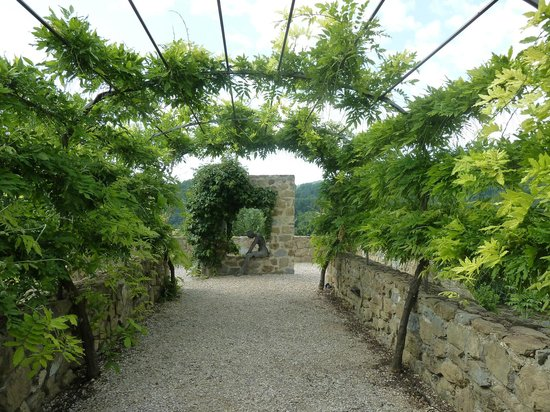 Casale Monticchio: Beautiful Gardens