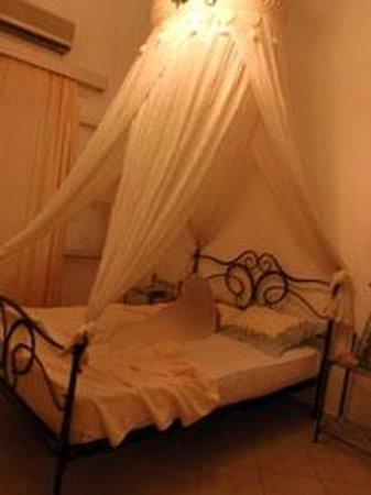 Doge Hotel : και το κρεβάτι με την κουνουπιέρα σαν να έπεσε απο τον ουρανό