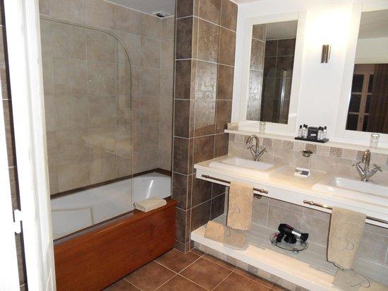 Hôtel Le Pinarello : Salle de bain