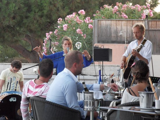 Hôtel Le Pinarello : La terrasse en mode apéritif...