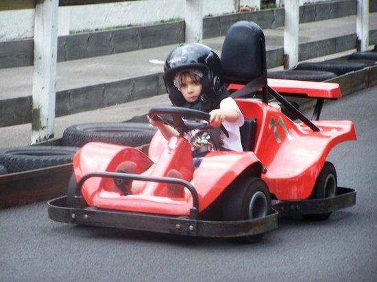 Skara Sommarland: Make Way! Racing for 7 year olds.