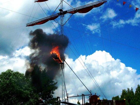 Skara Sommarland: Flaming, Fiery High Diver. Pirate Show.