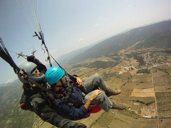 Entrenuvols: paragliding with Entrenúvols above Àger village