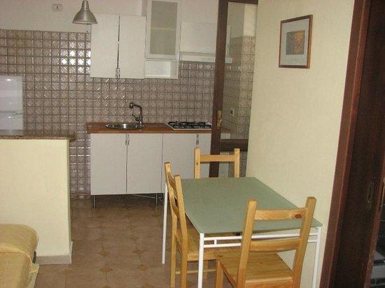 Elios Residence : soggiorno suite proteo