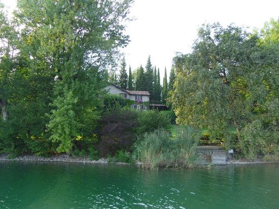 Bosisio Parini, Italie : l isola dei cipressi sul lago di Pusiano