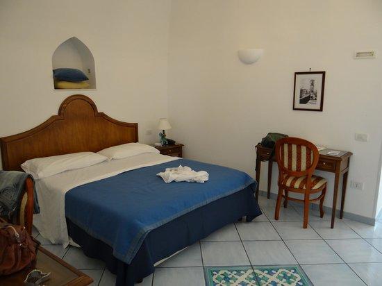 Il Ducato Di Ravello: Vista parcial do quarto (a bagunça é nossa).