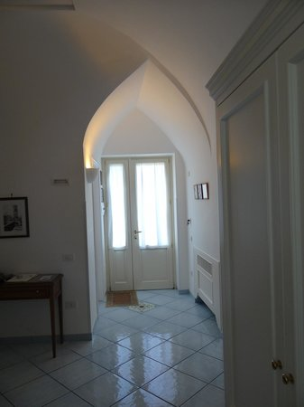 Il Ducato Di Ravello: porta de saída do quarto.