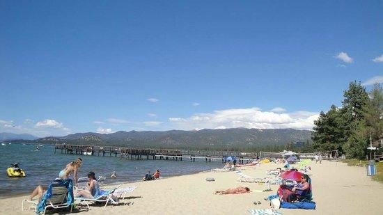 Aston Lakeland Village Beach & Mountain Resort: Beach looking east.