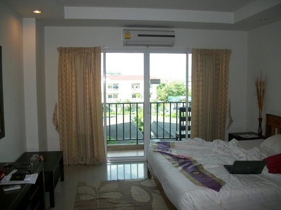 Sinsuvarn Airport Suite: Room Balcony