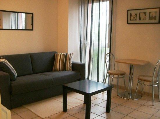 Appart'Study Avignon – Residence Eisenhower: coin salon avec canapé convertible