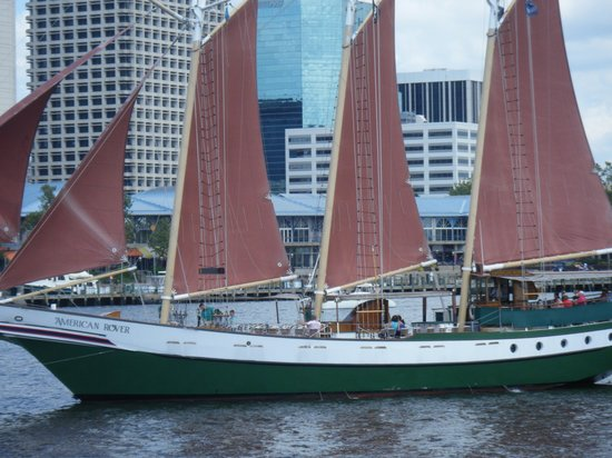 Sheraton Norfolk Waterside Hotel : afternoon sail on the Rover