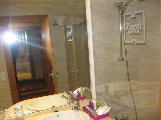 Zenit Don Yo : Limpieza en el baño