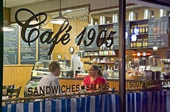 Café 1905: Cafe 1905 offers a range of Starbucks® coffee, lattes and espresso.