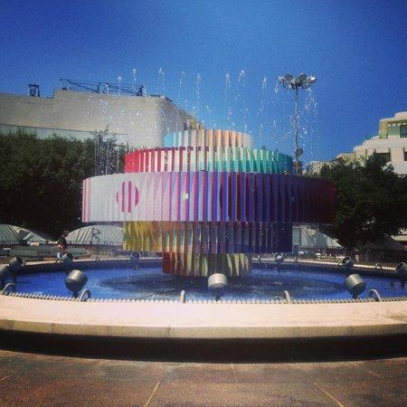 Center Chic Hotel Tel Aviv - an Atlas Boutique Hotel : Fontaine en face l'hotel