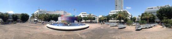 Center Chic Hotel Tel Aviv - an Atlas Boutique Hotel: Place en face de l'hotel