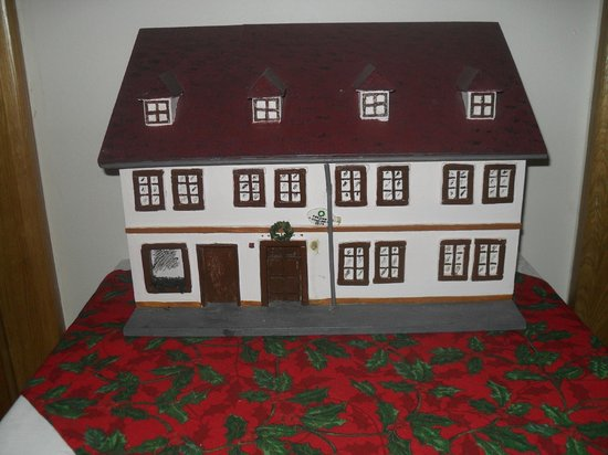 The Green Garland Pension : A small version of the hotel situated in the dining area